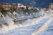 Зимний шторм в Ялте